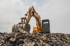 Montaña de la basura con el trabajo Imagen de archivo libre de regalías