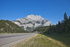 Montaña de la cascada - parque nacional de Banff Imagen de archivo