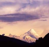 Montaña de la nieve de Gongga en la puesta del sol Fotografía de archivo libre de regalías