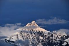Montaña de la nieve de Meili Imágenes de archivo libres de regalías