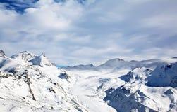 Montaña de la nieve del invierno Fotografía de archivo