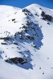 Montaña de la nieve Grupo de cabinas del teleférico en Sierra Nevada Fotografía de archivo