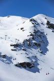 Montaña de la nieve Grupo de cabinas del teleférico en Sierra Nevada Imágenes de archivo libres de regalías