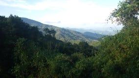 Montaña de la selva en Huay-naam-dang Imagen de archivo