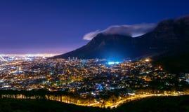 Montaña de la tabla en Suráfrica en la noche Foto de archivo libre de regalías