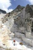 Montaña de mármol de la cueva de Carrara Imagen de archivo libre de regalías