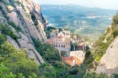 Montaña de Montserrat y monasterio famoso Fotografía de archivo