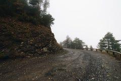 Montaña de niebla natural en otoño imágenes de archivo libres de regalías