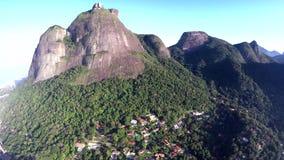 Montaña de piedra hermosa en la ciudad, vea del ¡de Pedra DA GÃ, Rio de Janeiro