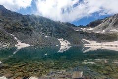 Montaña de Rila, lago Ledenoto (hielo) Imagen de archivo
