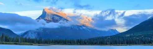 Montaña de Rundle Fotografía de archivo