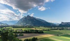 Montaña de Sargans y de Gonzen en el valle del Rin de Suiza en una tarde hermosa del verano fotos de archivo libres de regalías