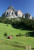 Montaña de Sassongher de las dolomías de Val Badia Imágenes de archivo libres de regalías