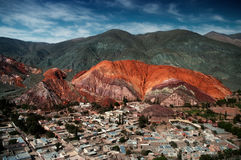 Montaña de siete colores Imagenes de archivo