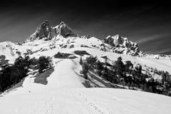 Montaña de Ushba, alza a los lagos Koruldi de Mestia, Svaneti superior Fotografía de archivo
