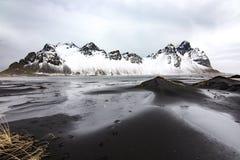 Montaña de Vestrahorn, Islandia Imágenes de archivo libres de regalías