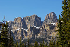Montaña del castillo en banff Imagen de archivo libre de regalías