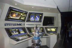 Montaña del espacio - robot - estación de las Guerras de las Galaxias - el reino mágico aterriza mañana Imagen de archivo libre de regalías