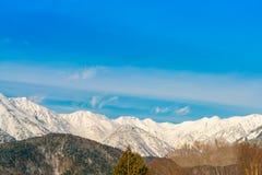 Montaña del invierno de Japón con nevado fotografía de archivo