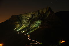 Montaña del vector en la noche Imagenes de archivo