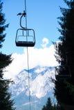 Montaña del verano de la telesilla Fotos de archivo