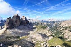 Montaña Drei Zinnen y panorama de las dolomías de Sexten en el Tyrol del sur Imagen de archivo