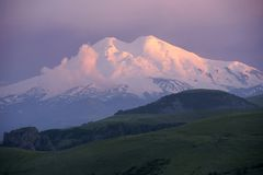 Montaña Elbrus. Foto de archivo