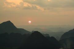 Montaña en Bac Son Fotos de archivo