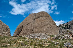 Montaña en cielo azul Imagen de archivo libre de regalías
