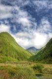 Montaña en el cielo azul Imagen de archivo