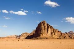 Montaña en el desierto Foto de archivo libre de regalías