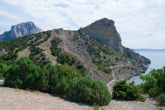 Montaña en la costa Fotos de archivo