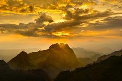 Montaña en la puesta del sol Imagen de archivo libre de regalías