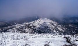 Montaña en las nubes Foto de archivo