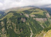 Montaña en nubes fotografía de archivo libre de regalías