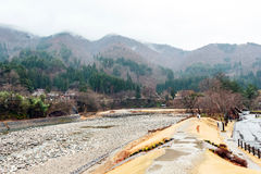 Montaña en Shirakawago Fotos de archivo