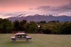 Montaña en tiempo de la puesta del sol, isla del sur, Nueva Zelanda de la nieve Foto de archivo