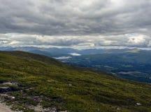Montaña en un día nublado fotografía de archivo libre de regalías