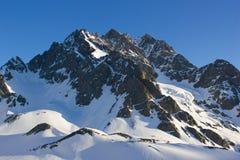Montaña en una salida del sol Imagenes de archivo