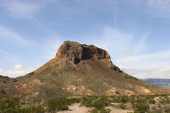 Montaña grande de la curva imagenes de archivo