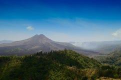 Montaña grande por la mañana en Bali Indonesia imagen de archivo libre de regalías