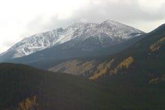 Montaña hecha muescas en Fotos de archivo