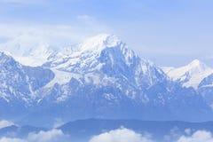 Montaña hermosa de la nieve foto de archivo libre de regalías