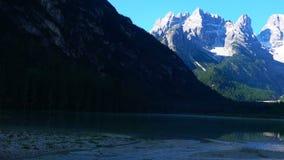 Montaña hermosa de las dolomías en la luz de la mañana almacen de metraje de vídeo