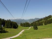 Montaña hermosa y opinión verde de la naturaleza Fotos de archivo libres de regalías
