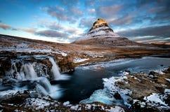 Montaña Kirkjufell, Islandia fotografía de archivo libre de regalías