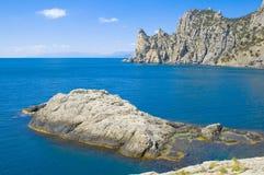 Montaña, mar e isla Fotos de archivo