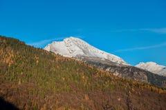 Montaña nevada foto de archivo