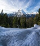 Montaña Nevado en las montañas austríacas imagenes de archivo