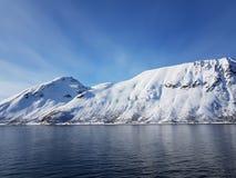 montaña nevosa agradable Fotos de archivo libres de regalías